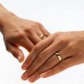 обручальное кольцо носят на руке