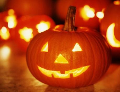 Хэллоуин  праздник зомби и скелетов.