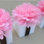 Помпоны из бумаги  простое и эффектное украшение  для праздника.