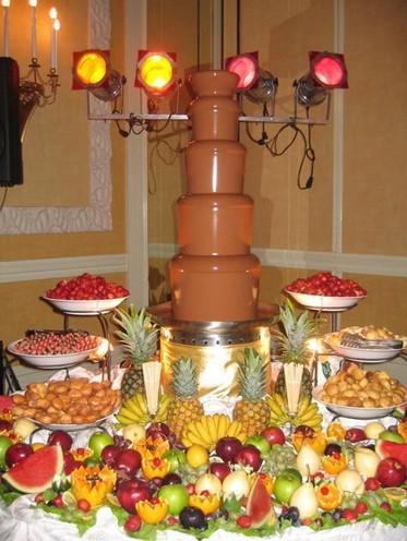 Шоколадный фонтан: праздник в шоколаде