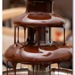 Шоколадный фонтан: праздник в шоколаде.